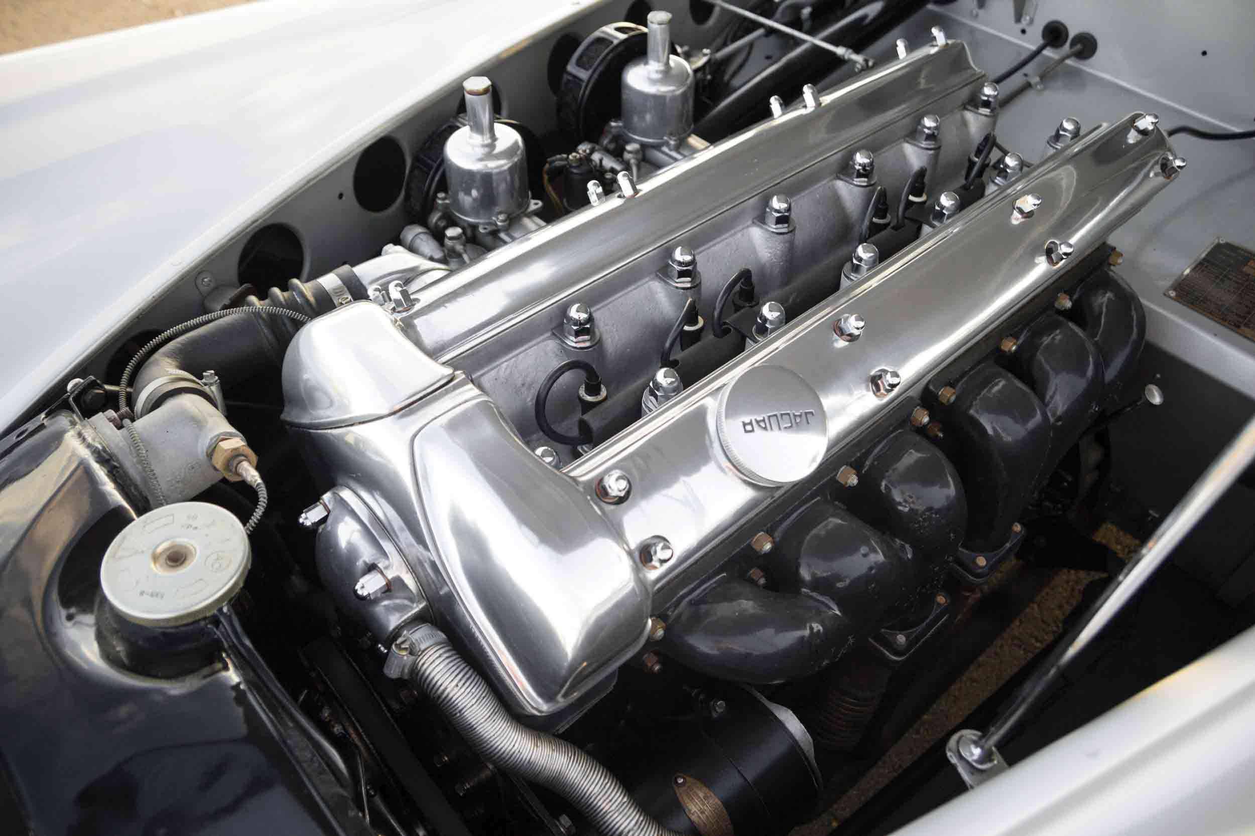 _Jaguar-XK120-Alu,-1949-motor