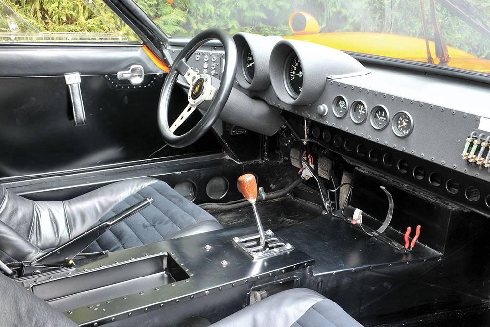 lamborghini miura sv jota orange cockpit innenraum