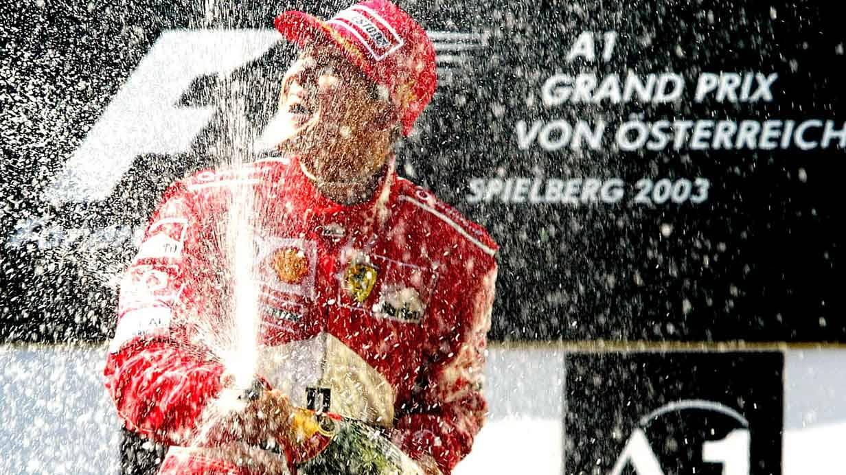 Michael Schumacher bei der Siegerehrung 2003 in Spielberg