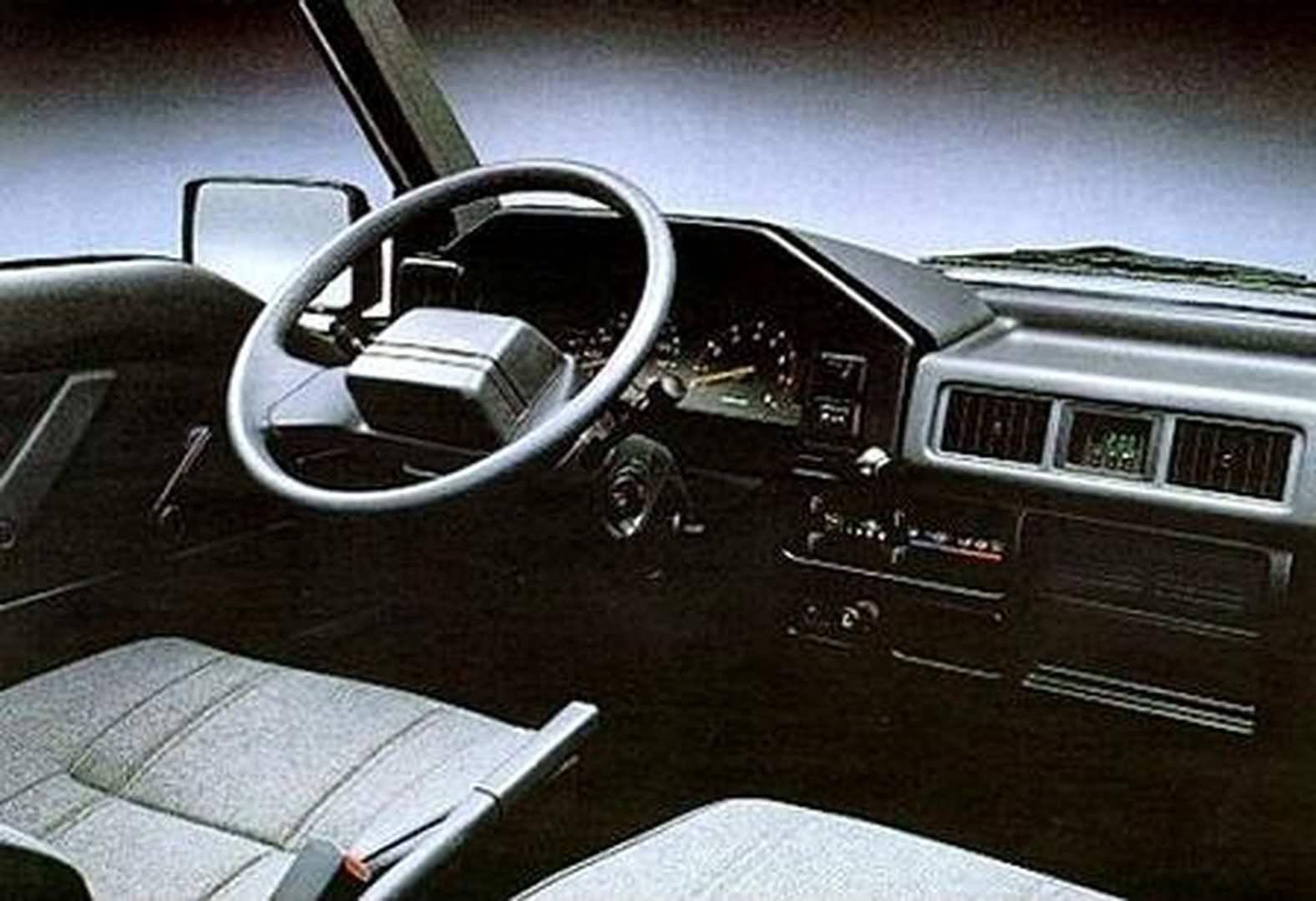 _Mitsubishi-L300-innen