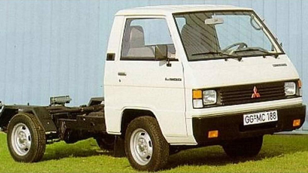 _Mitsubishi-L300-ladefache