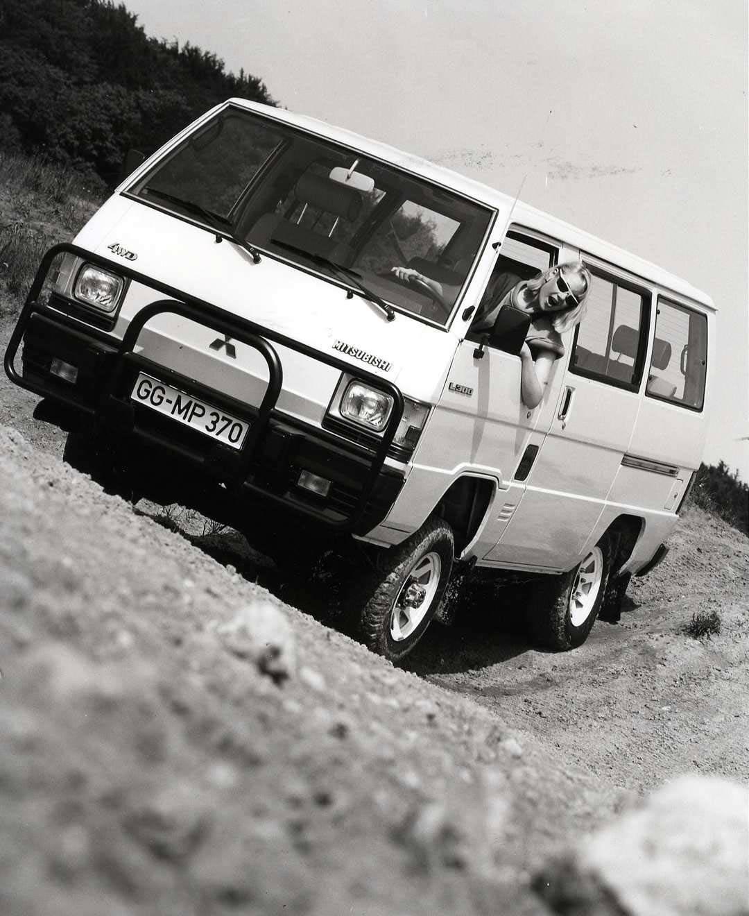 _Mitsubishi-L300
