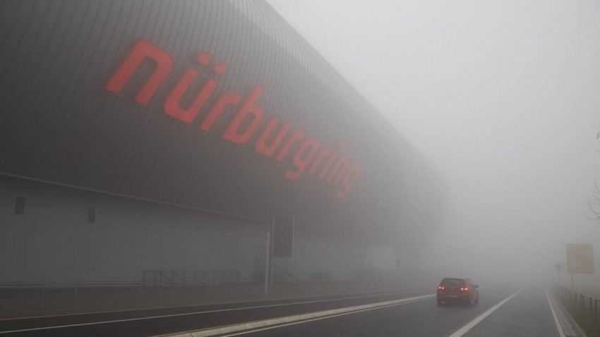 Der Nürburgring im Nebel