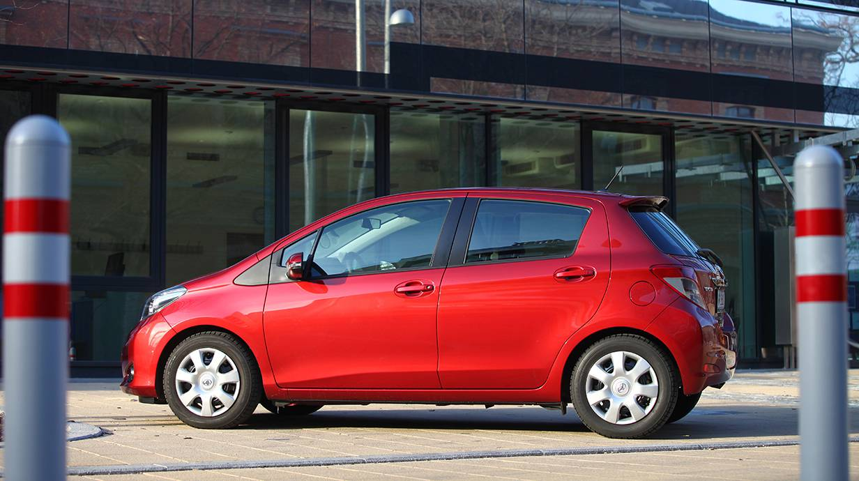 toyota yaris 1,33 multidrives style rot 2012 seite