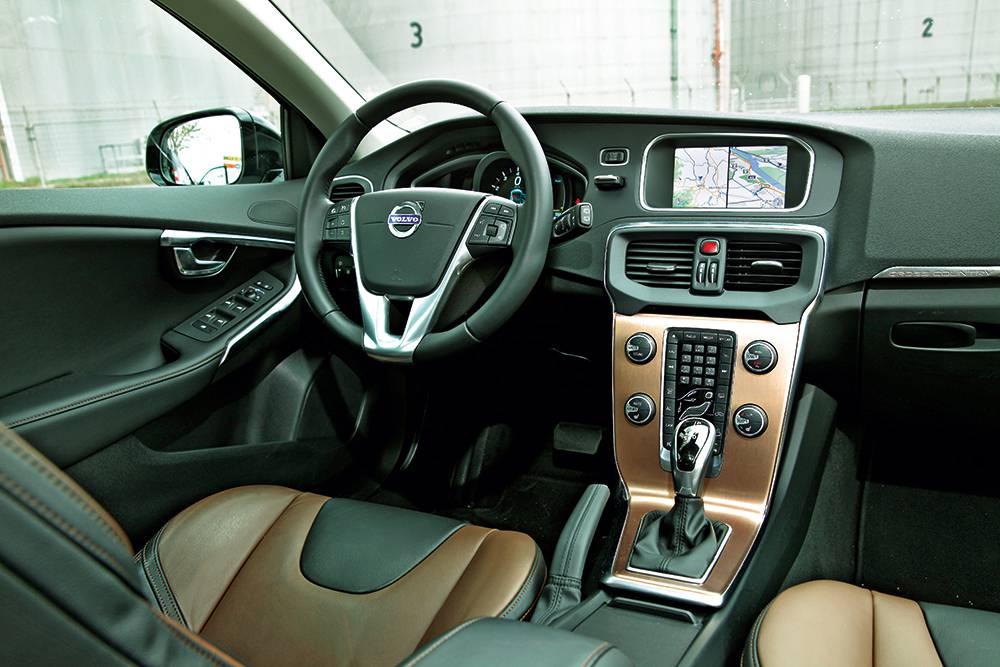 Volvo V40 Cross Country T4 AWD Geartronic Summum interieur innenraum innen