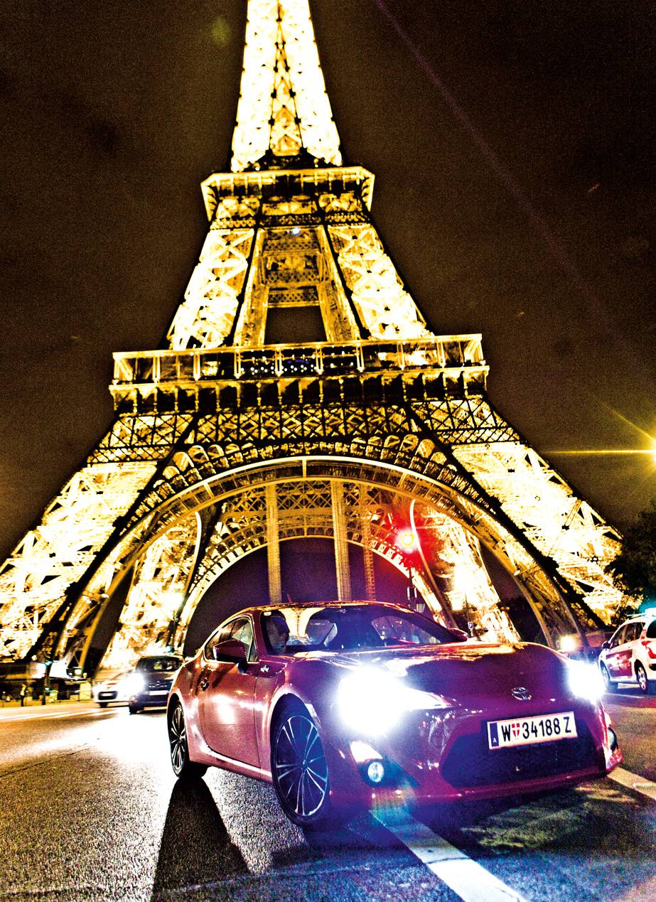 toyota gt86 tour de france dauertest paris eifelturm