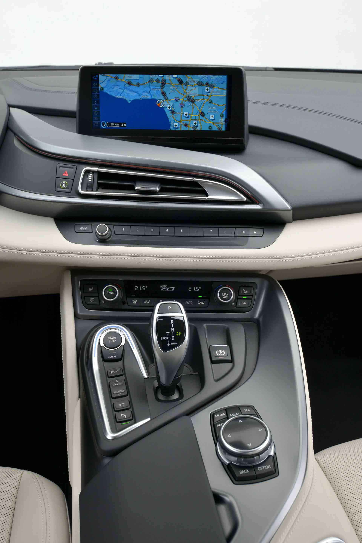 _BMW-i8-innen