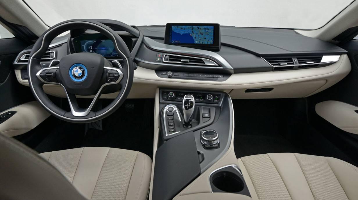 _BMW-i8-innen1