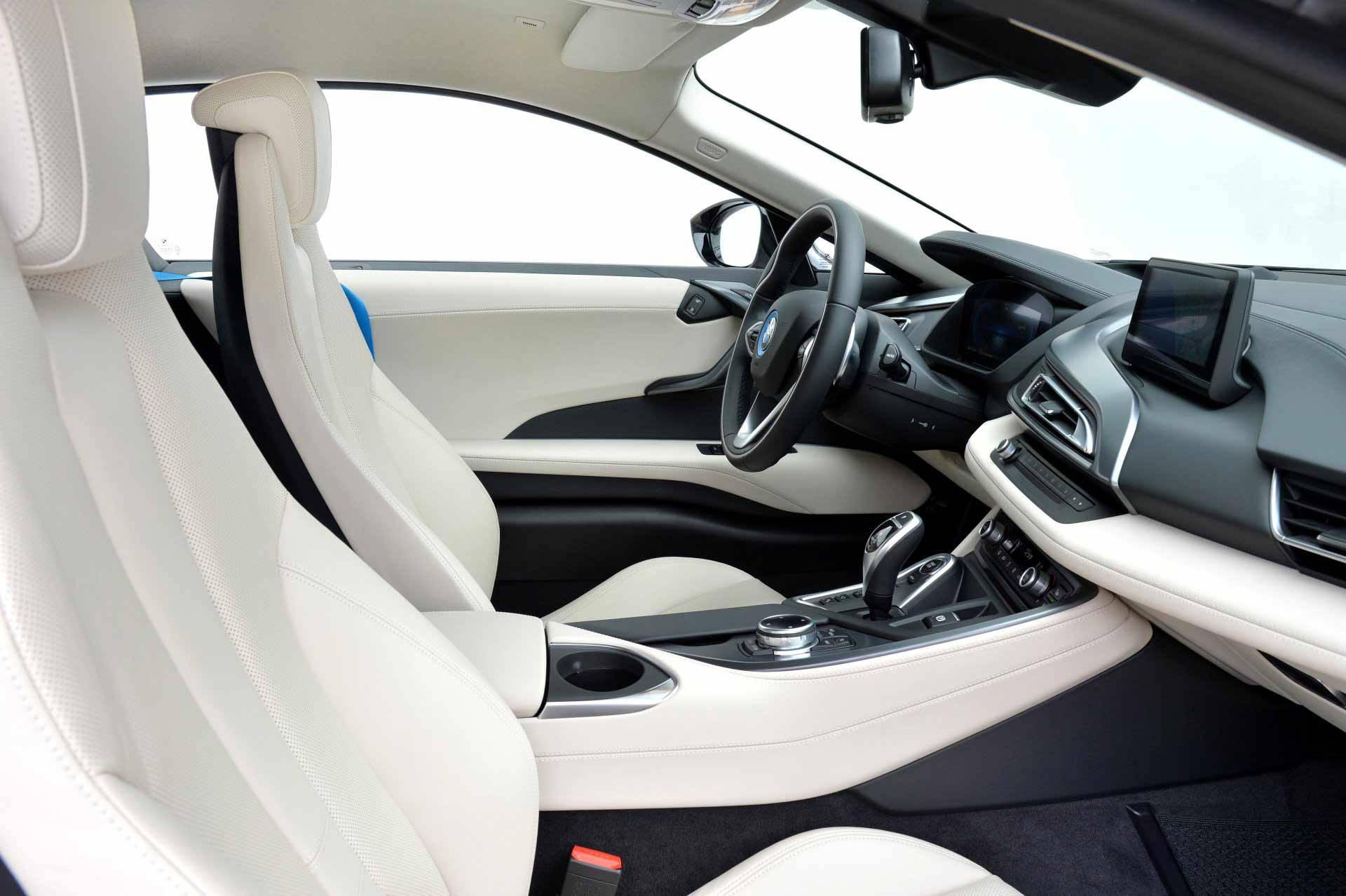 _BMW-i8-sitze-vorne