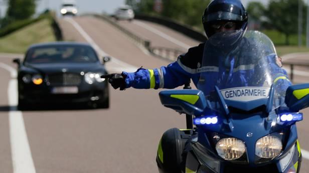 Französischer Gendarm auf dem Motorrad