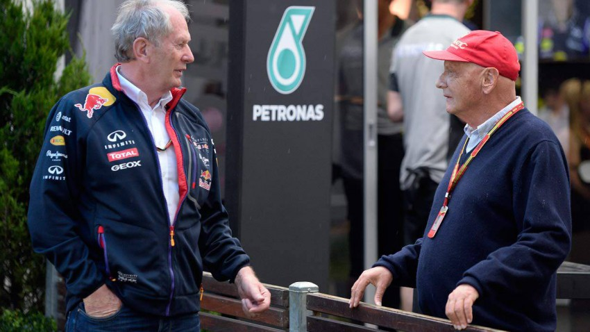 Helmut Marko spricht mit Niki Lauda