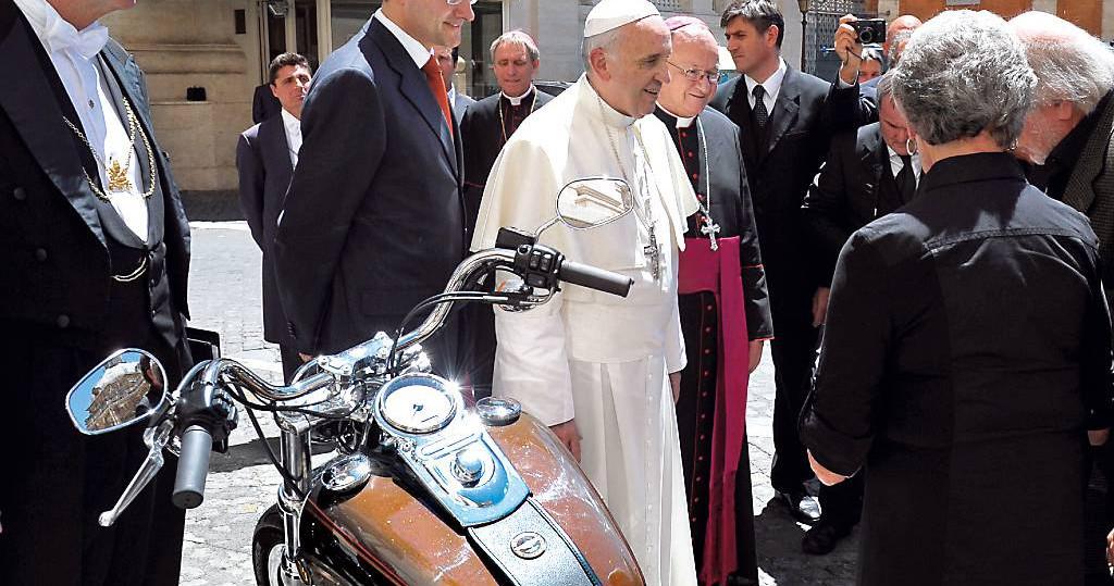 papst franziskus und harley davidson