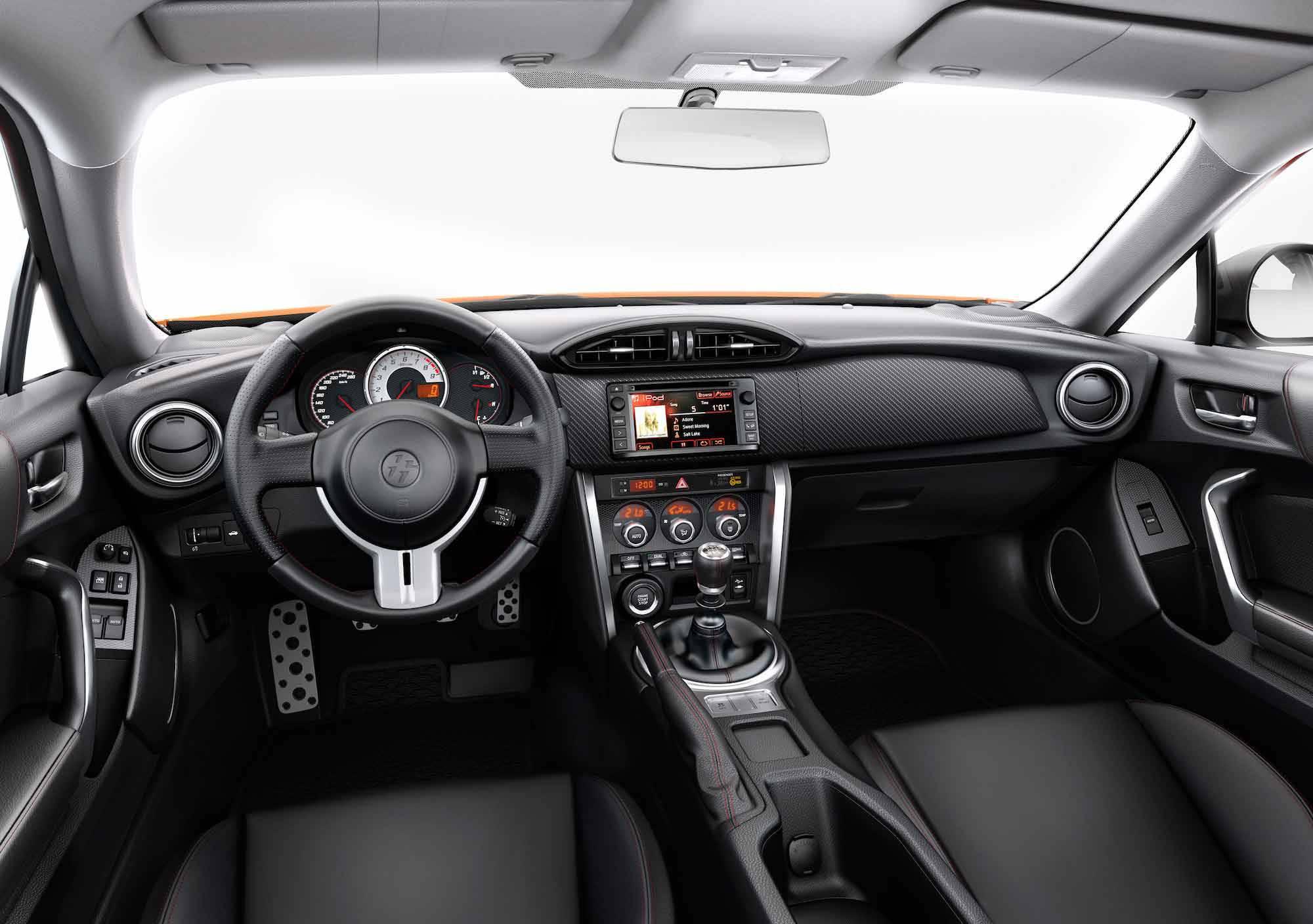 _Toyota-GT86-innen