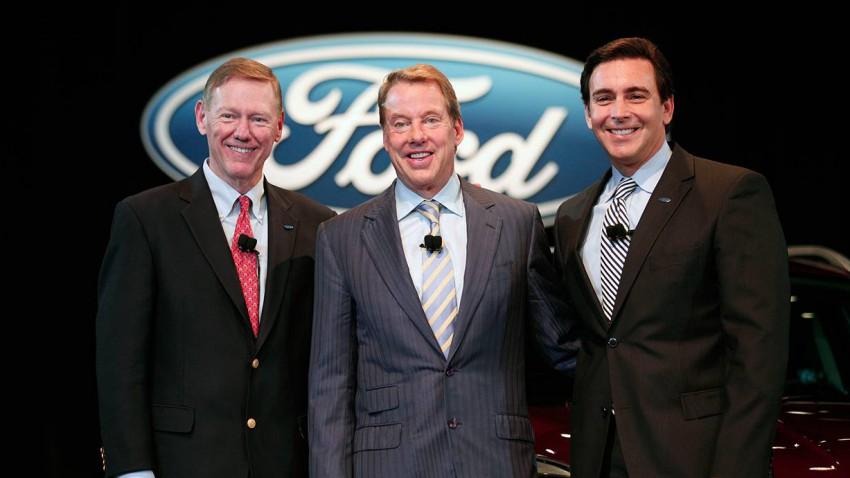 Alan Mulally, Bill Ford und der neue CEO, Mark Fields. © Bill Pugliano/Getty Images