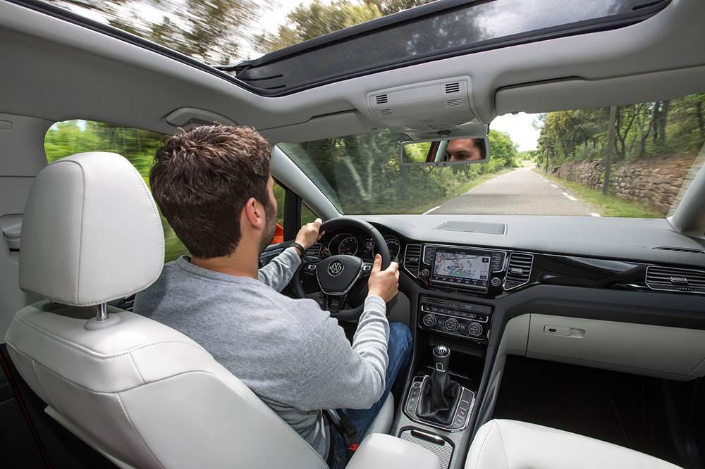vw golf sportsvan 2014 cockpit innenraum glasdach