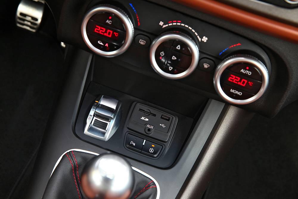 Alfa Romeo Giulietta 2,0 JTDm 2014 armaturen anschlüsse