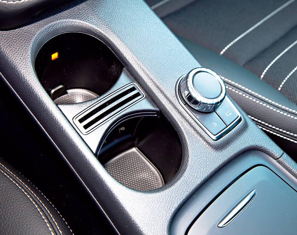 Mercedes-Benz GLA 220 CDI 4MATIC 2014 ablage