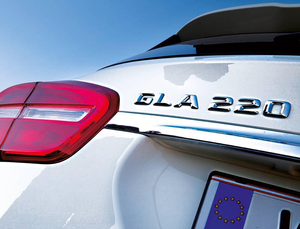 Mercedes-Benz GLA 220 CDI 4MATIC 2014 emblem