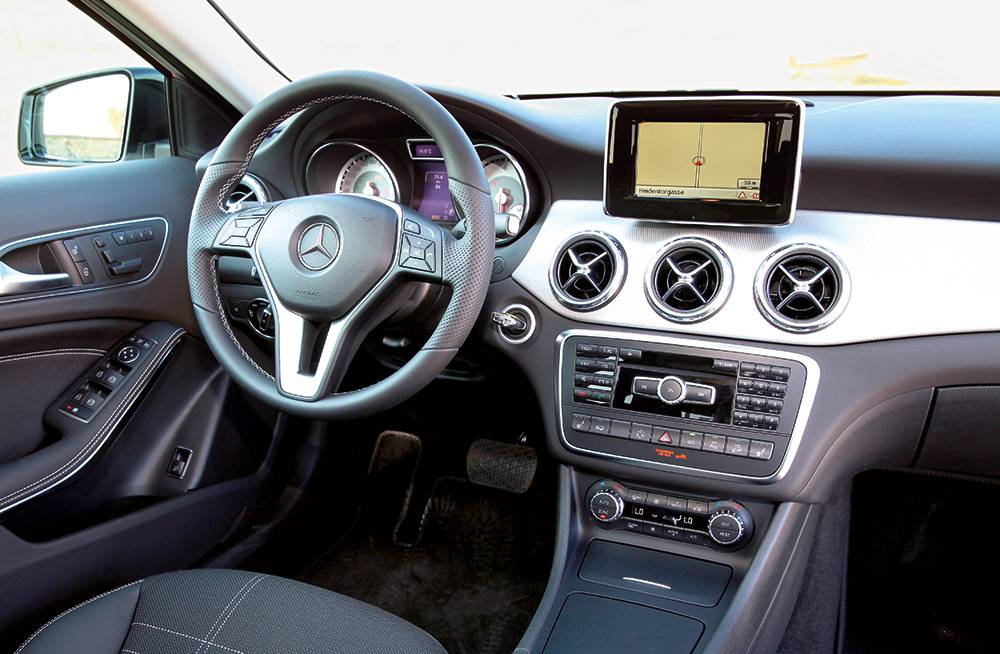 Mercedes-Benz GLA 220 CDI 4MATIC 2014 innenraum cockpit lenkrad