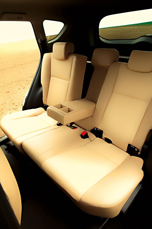 Toyota RAV4 2,0 D-4D Executive 2014 sitze hinten rückbank