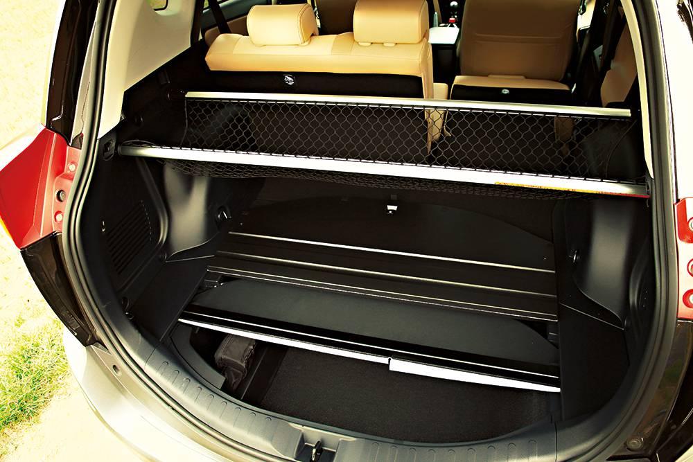 Toyota RAV4 2,0 D-4D Executive 2014 kofferraum laderaumabdeckung