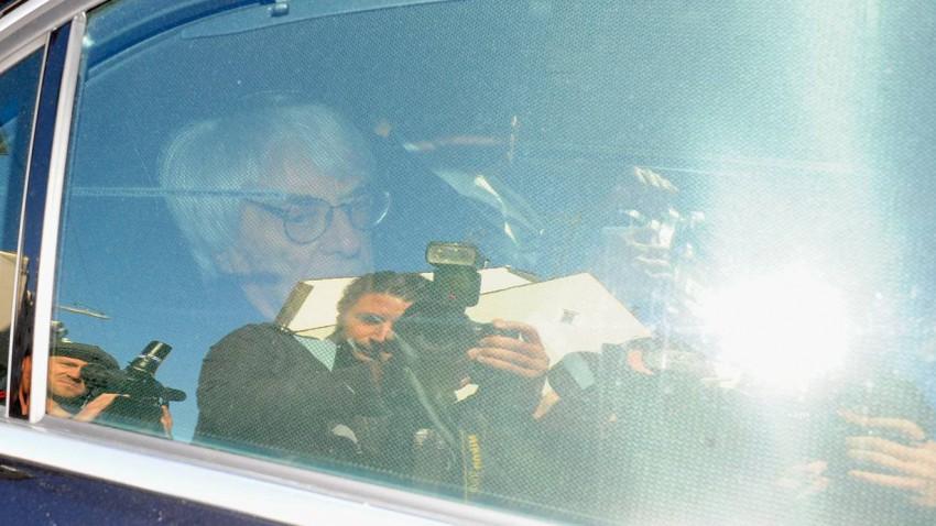 Bernie Ecclestone auf dem Weg zum Gericht.