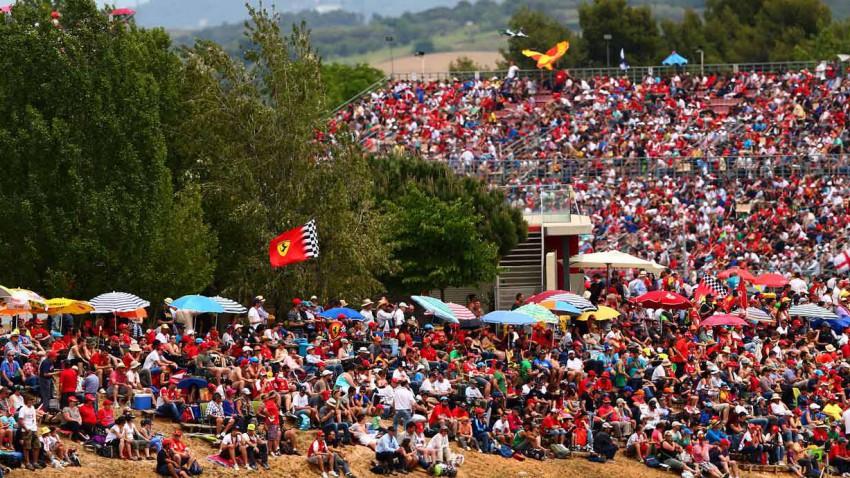 Zuschauer in Montmelo beim Großen Preis von Spanien.