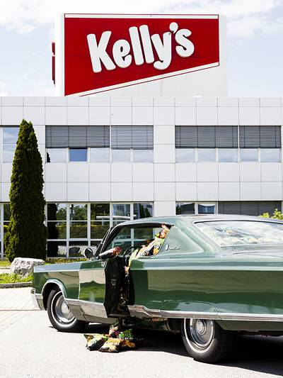 Kellys Riffles its big man Hot summer nites