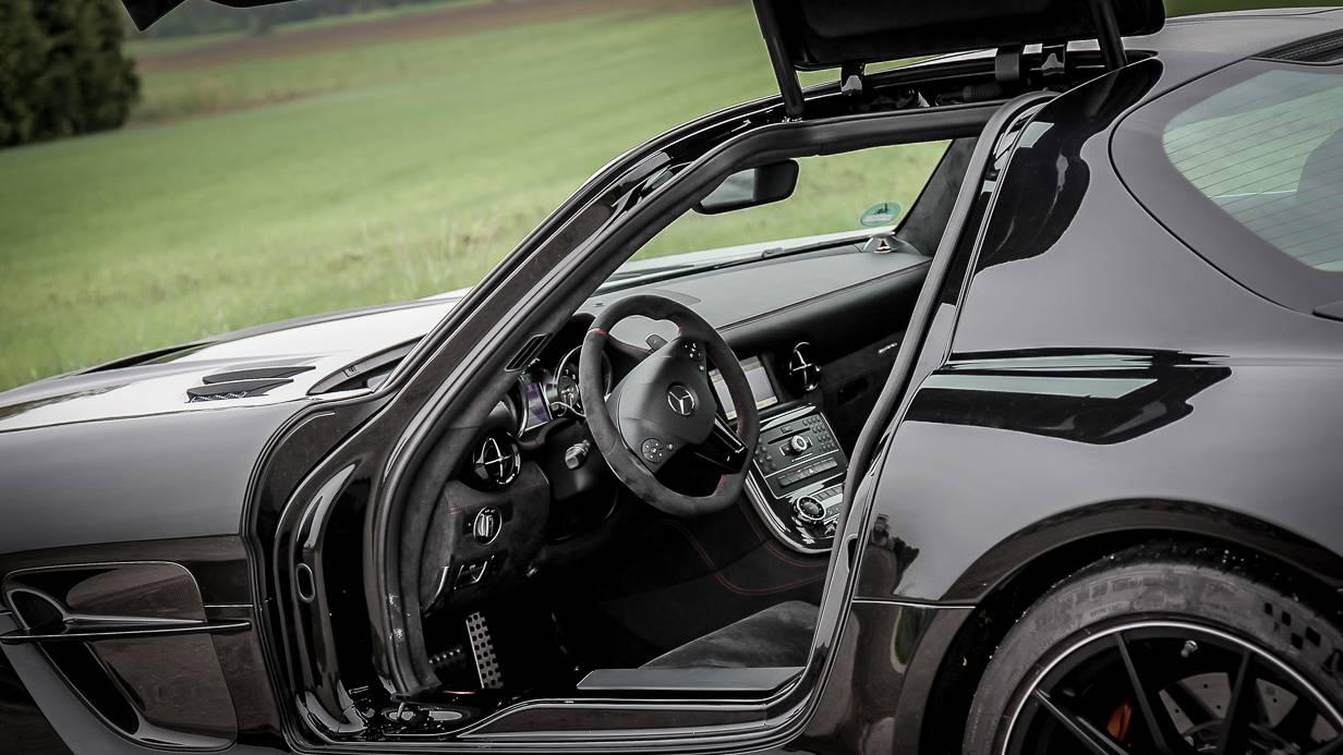 Mercedes-Benz SLS AMG Coupé Black Series Cockpit Lenkrad Innenraum