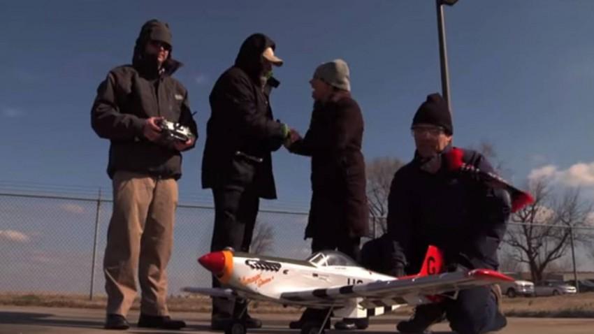 2013 ließen die Forscher ein Modellflugzeug mit dem Meerwasser-Treibstoff fliegen.