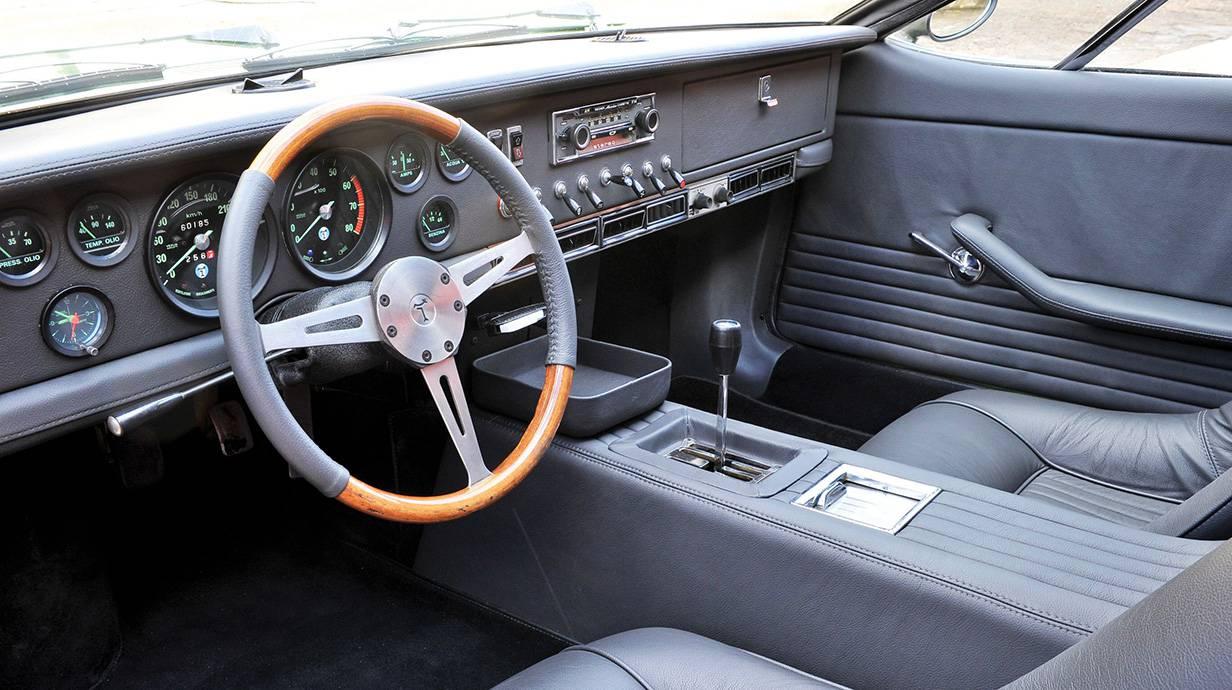 de tomaso mangusta 1967 grün armaturenbret cockpit lenkrad mittelkonsole instrumente