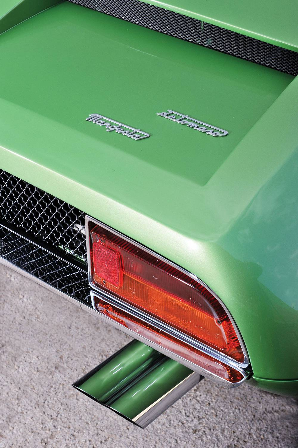 de tomaso mangusta 1967 grün emblem auspuff