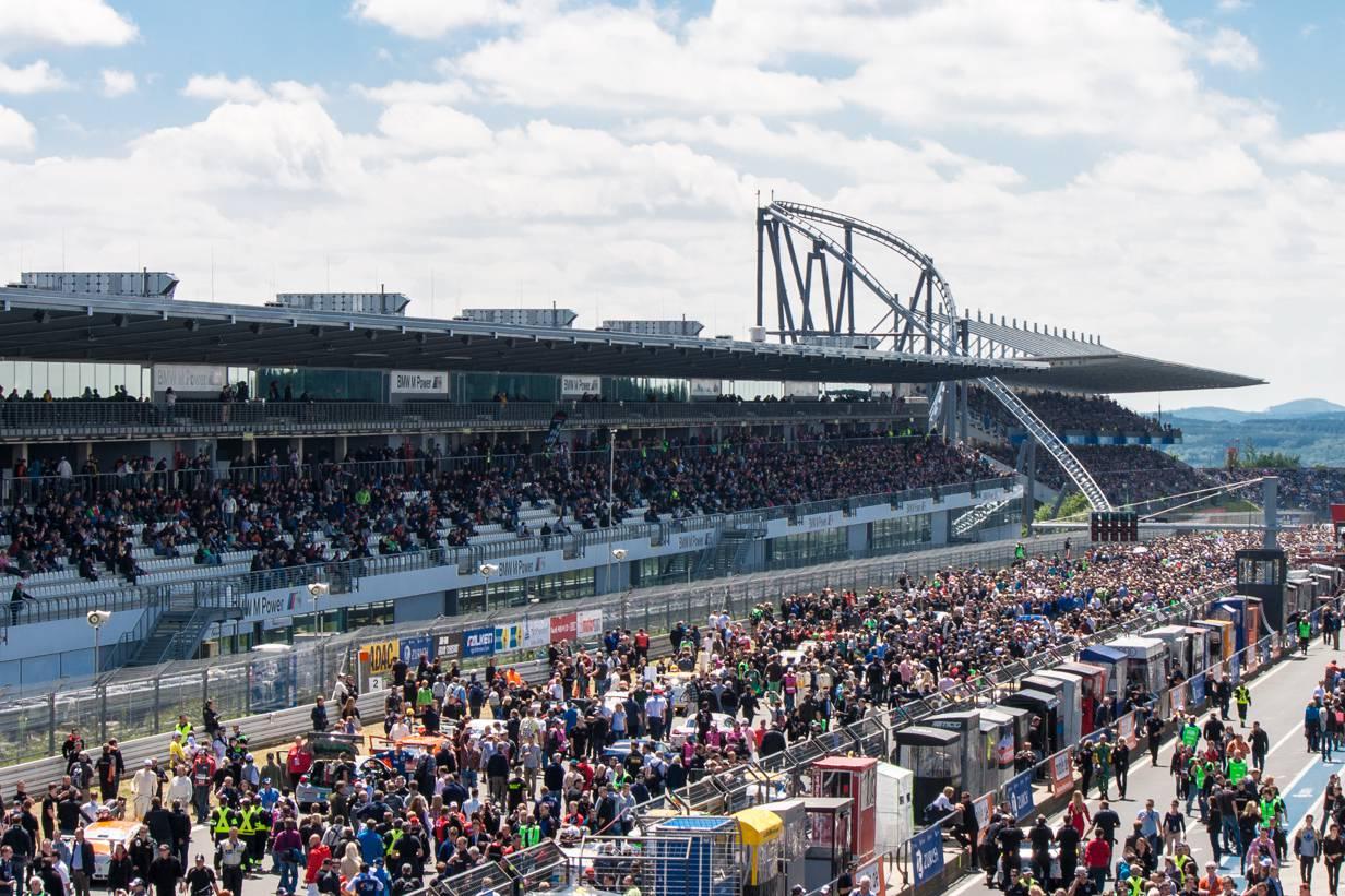 Startaufstellung zum 24h Rennen am Nürburgring