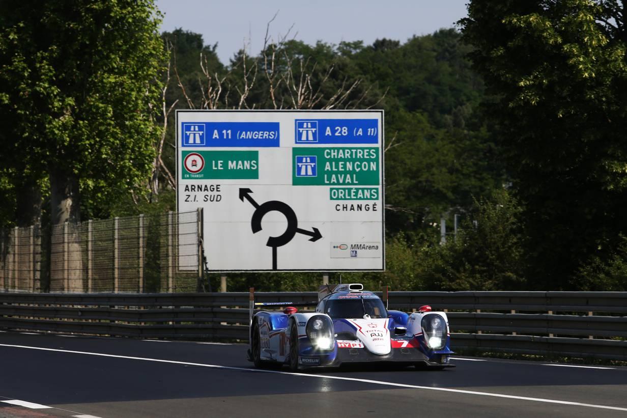Toyota TS040 Le Mans Testfahrten V8 Hybrid Rennstrecke