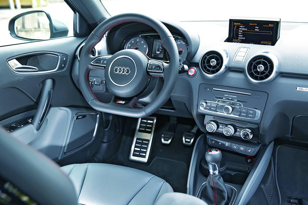 Audi S1 2014 interieur innen cockpit armaturen lenkrad mittelkonsole