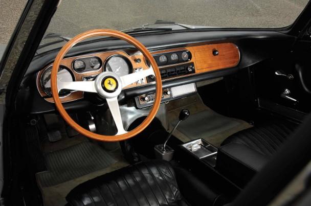 _Ferrari-275-GTB-innen