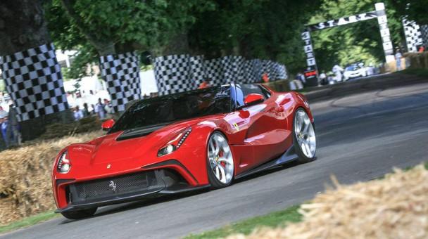 _Ferrari-F12-TRS-vorne