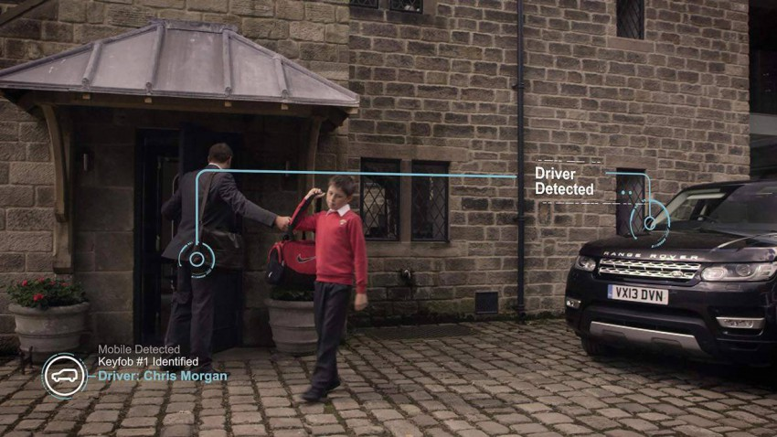 Bereits wenn ein Passagier einsteigt, erkennt ihn das System und stellt Spiegel, Lenkrad und Sitze entsprechend ein.