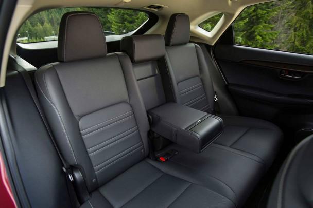 _Lexus-NX-300h-innen-rückbank