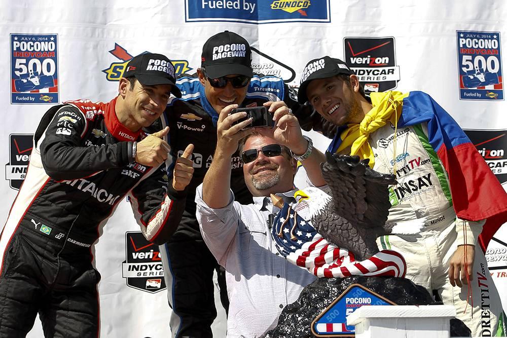 Pocono International Raceway Präsident Brandon Igdalsky mit den 3 Podiumsplatzierten. © Jeff Zelevansky/Getty Images