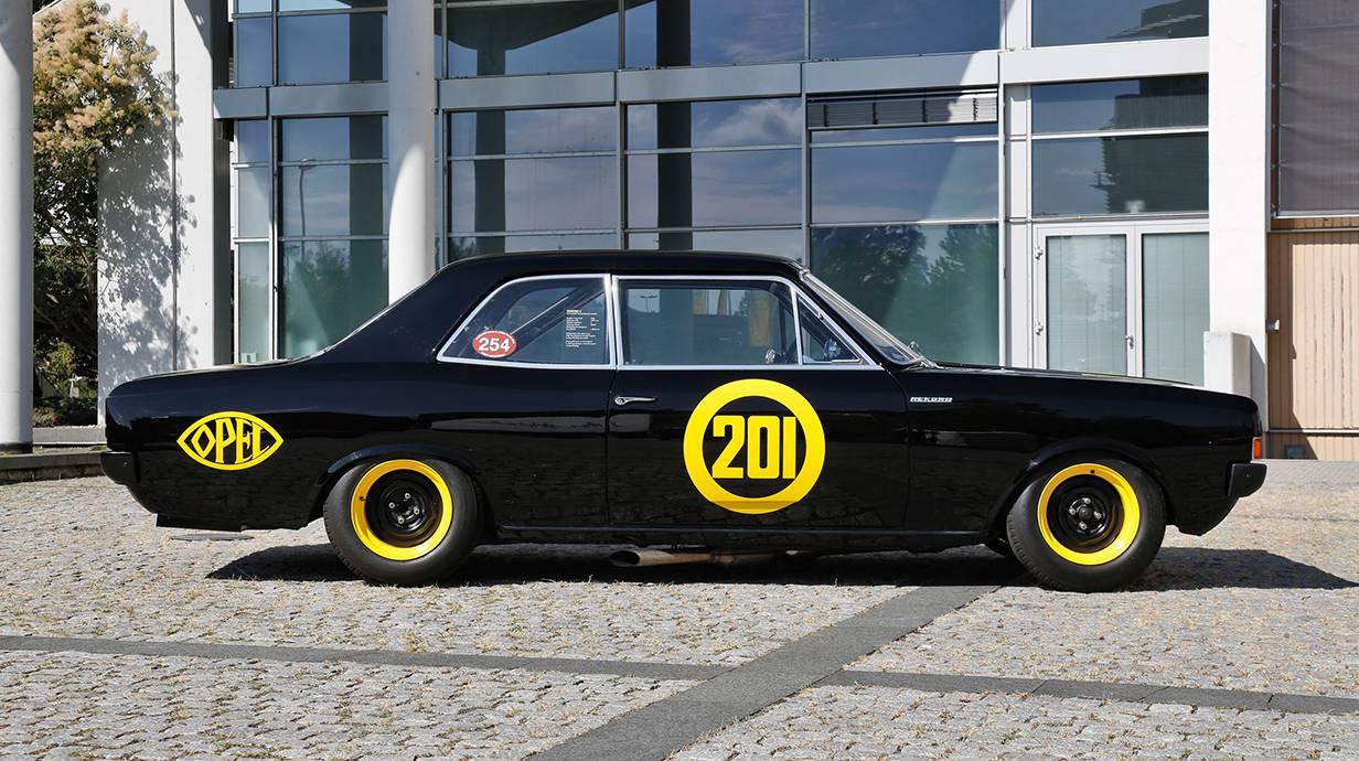 Opel-Record-C-schwarze-witwe-8