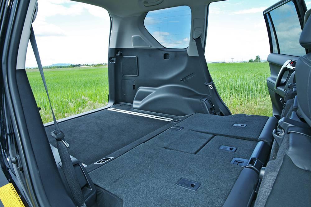 Toyota Landcruiser 3,0 D-4D Elegance 2014 innen innenraum hinten kofferraum