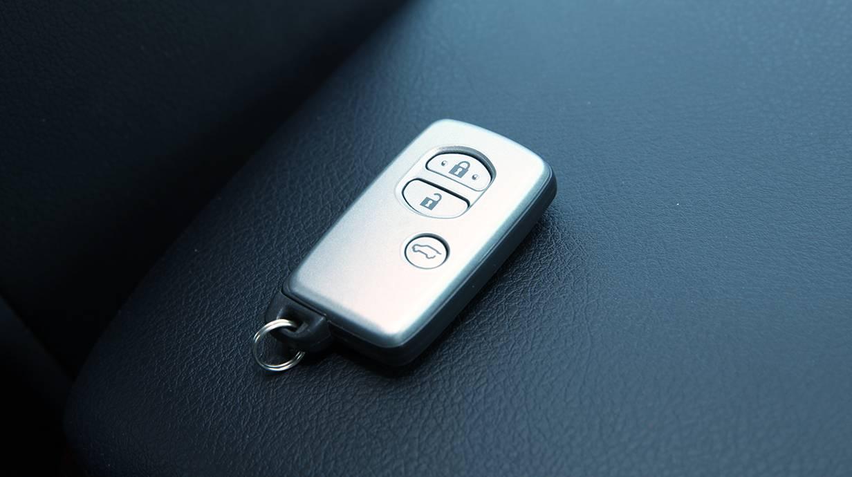 Toyota Landcruiser 3,0 D-4D Elegance 2014 schlüssel keyless go