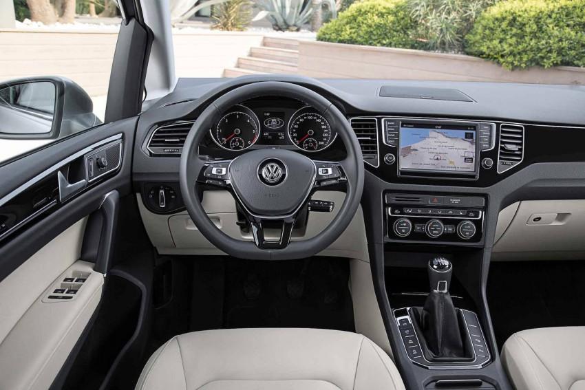 _VW-Golf-Sportsvan-fahrersicht