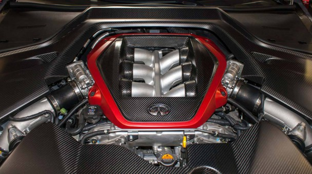 _Infiniti-Q50-Eau-Rouge-motor2
