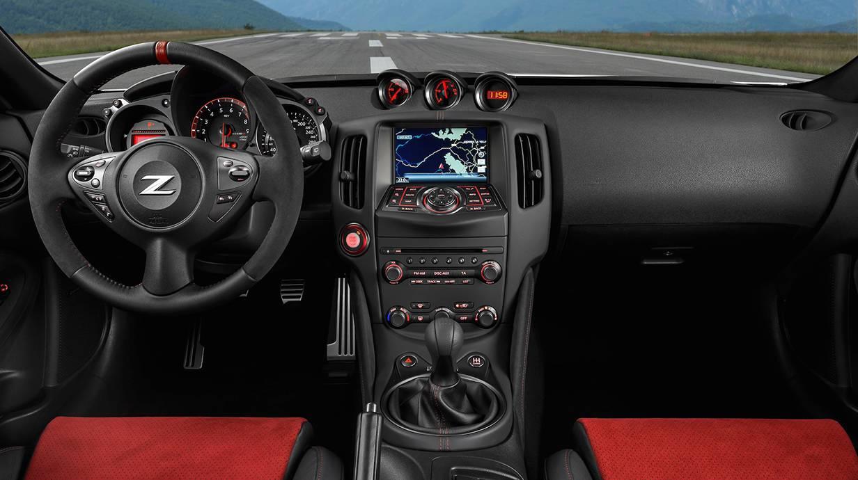 Nissan 370Z Nismo 2014 cockpit innenraum innen armaturenbrett