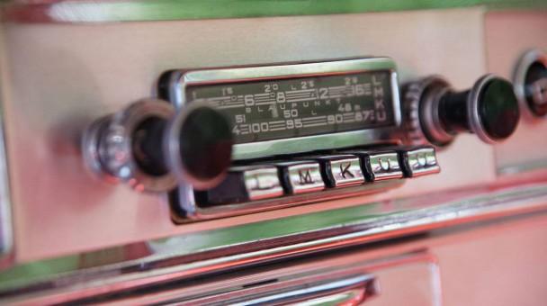 _Opel-Admiral-V8-radio