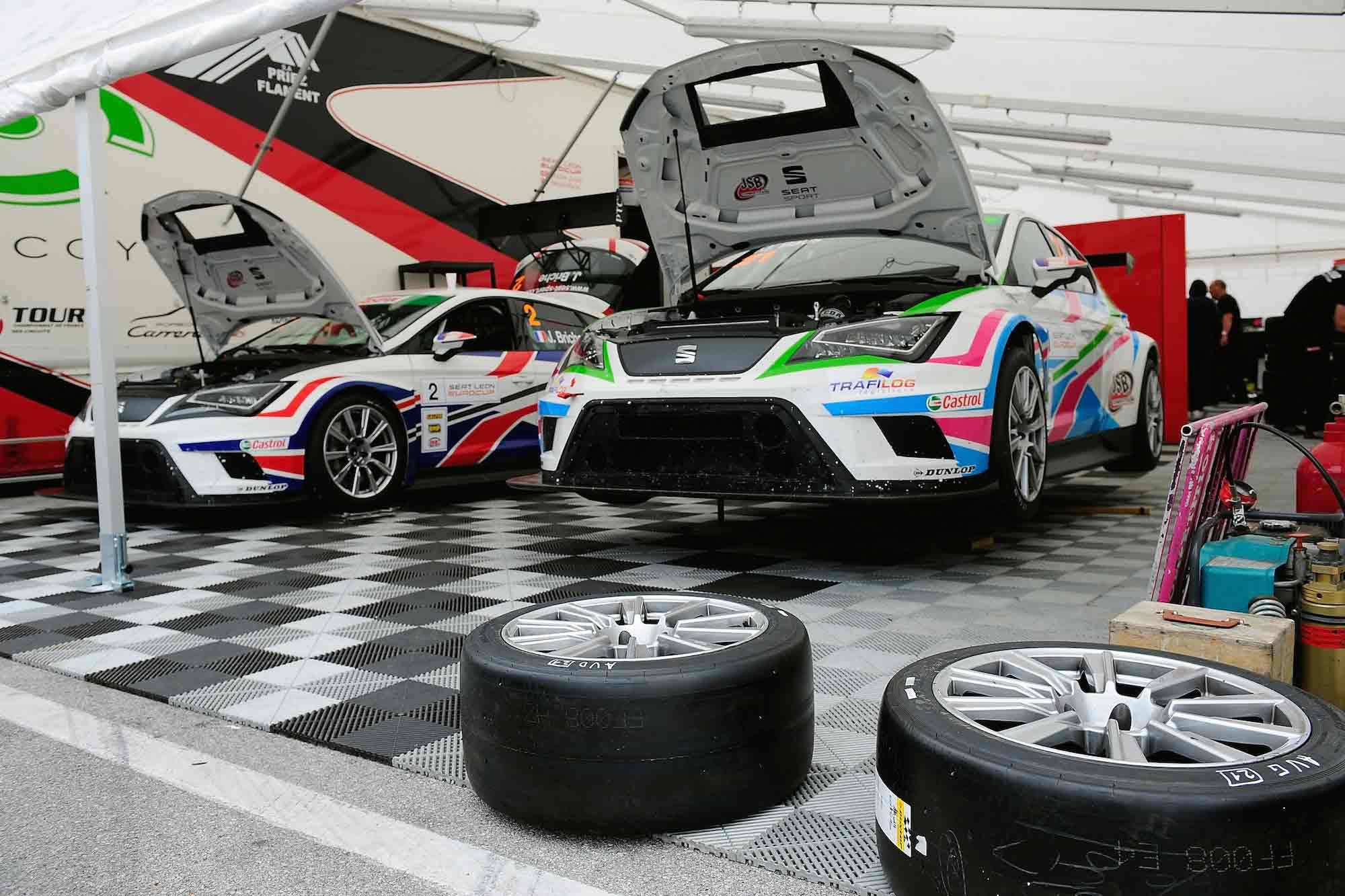 Der Seat Leon Cup Racer auf der Rennstrecke