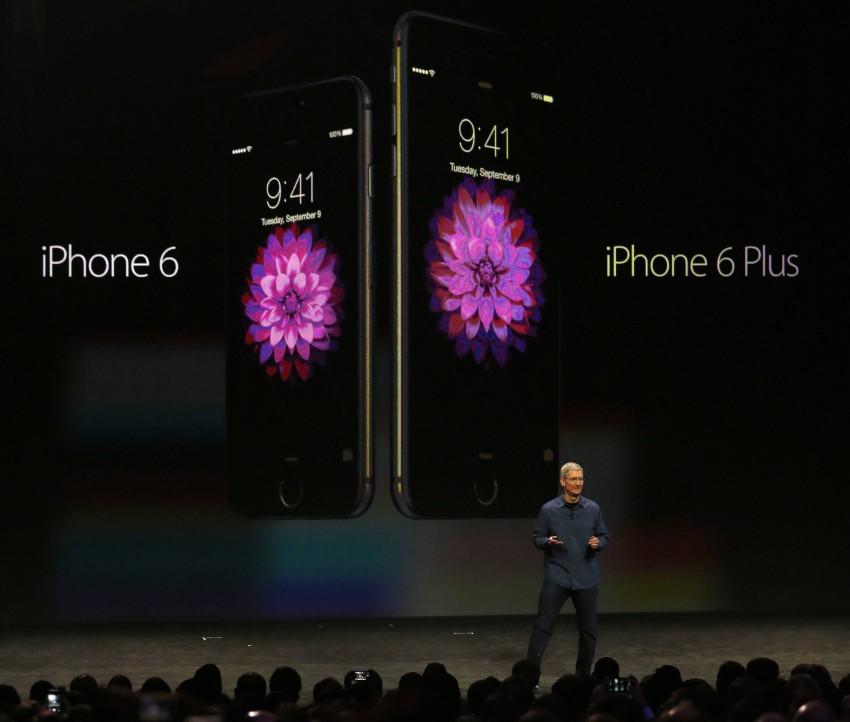 Tim Cook beio der Präsentation der neuen iPhones. © Bild: MONICA DAVEY / EPA / picturedesk.com
