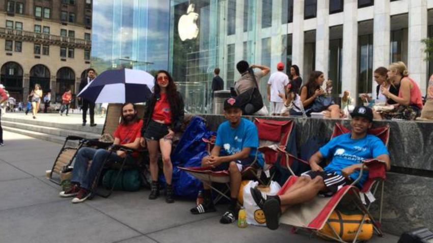 New Yorker campen vor Apple-Store für unbekanntes Gerät